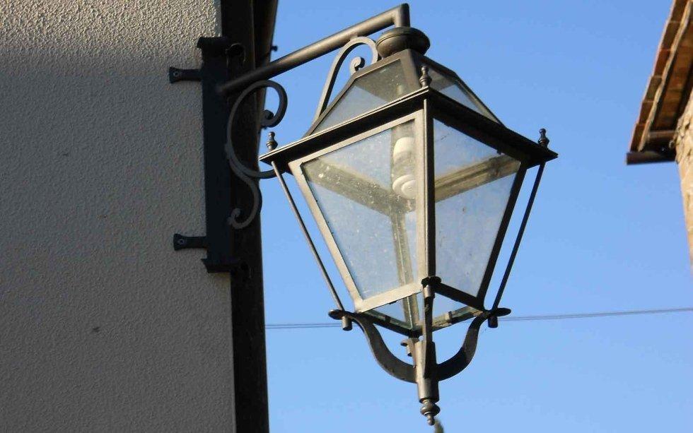 Lampadari da esterno in ferro battuto lampioni e lampioncini di