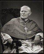 大主教赫尔利的黑白照片