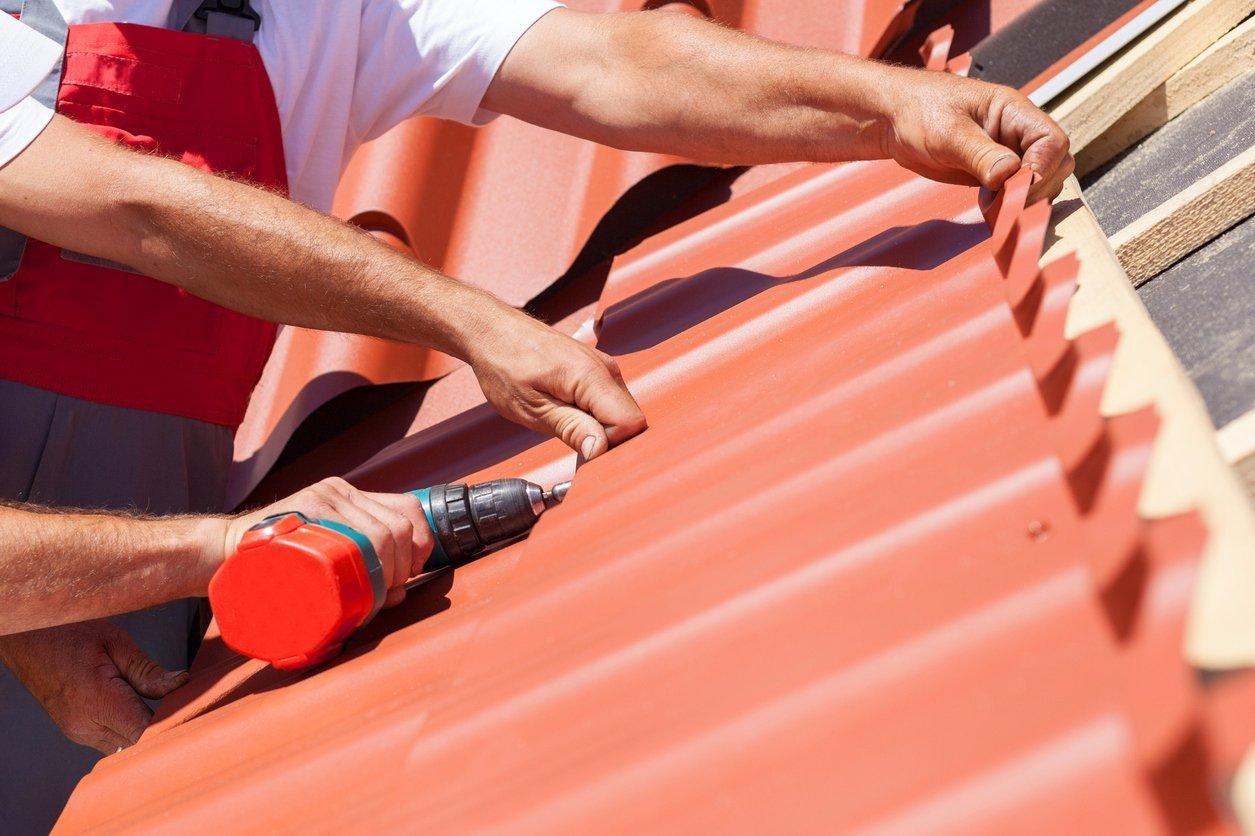 Монтаж металлочерепицы на крышу пошаговая инструкция в