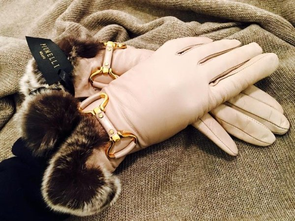 Produzione guanti di pelle