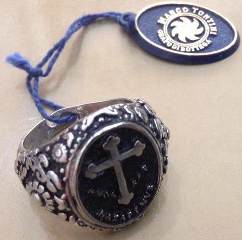 anello con raffigurata una croce