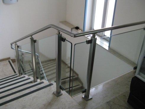 Ringhiera in alluminio, acciaio e cristallo