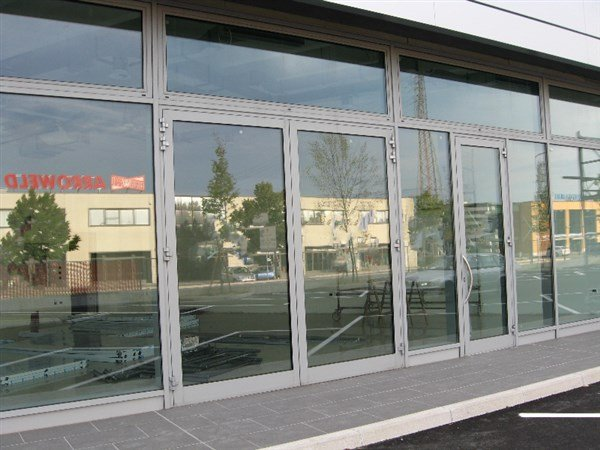 edificio a vetrate