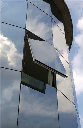 entrata di un edificio a vetri
