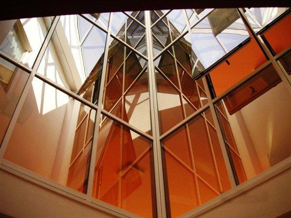 finestre a vetri di un edificio