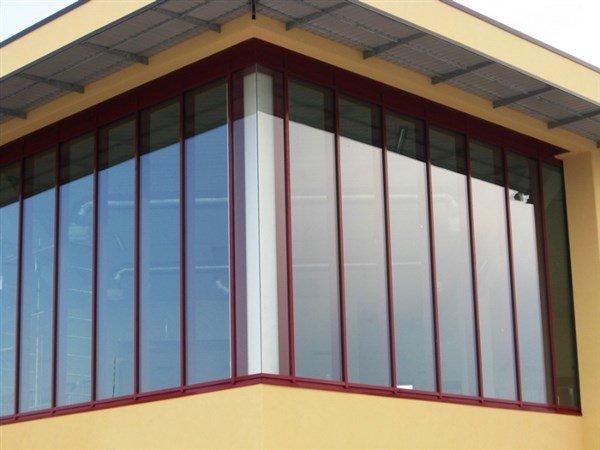 angolo di un edificio in vetri