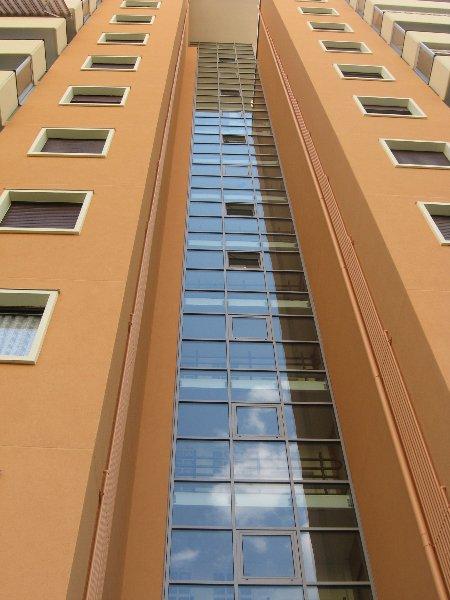 edificio con vetrate