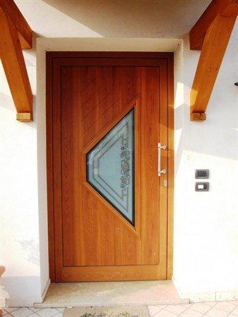 porta in legno chiusa