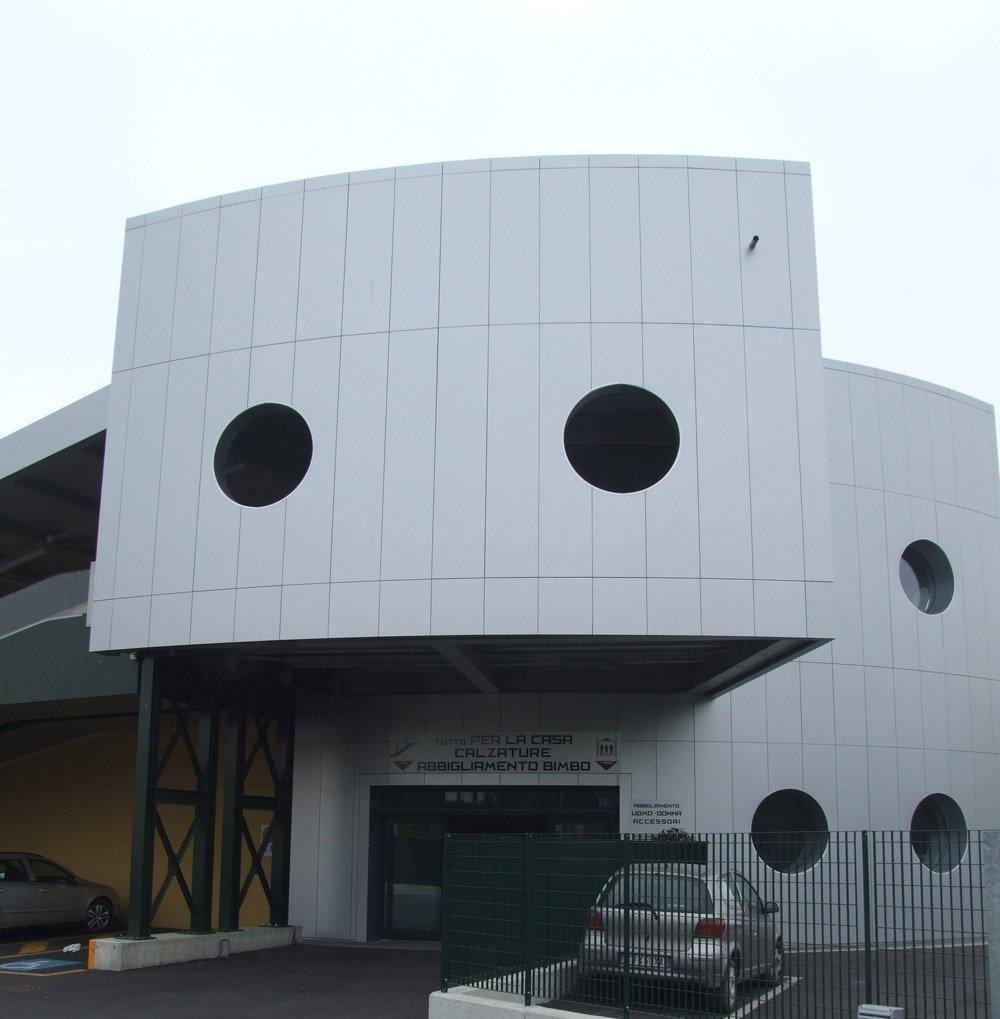 vista frontale di una struttura