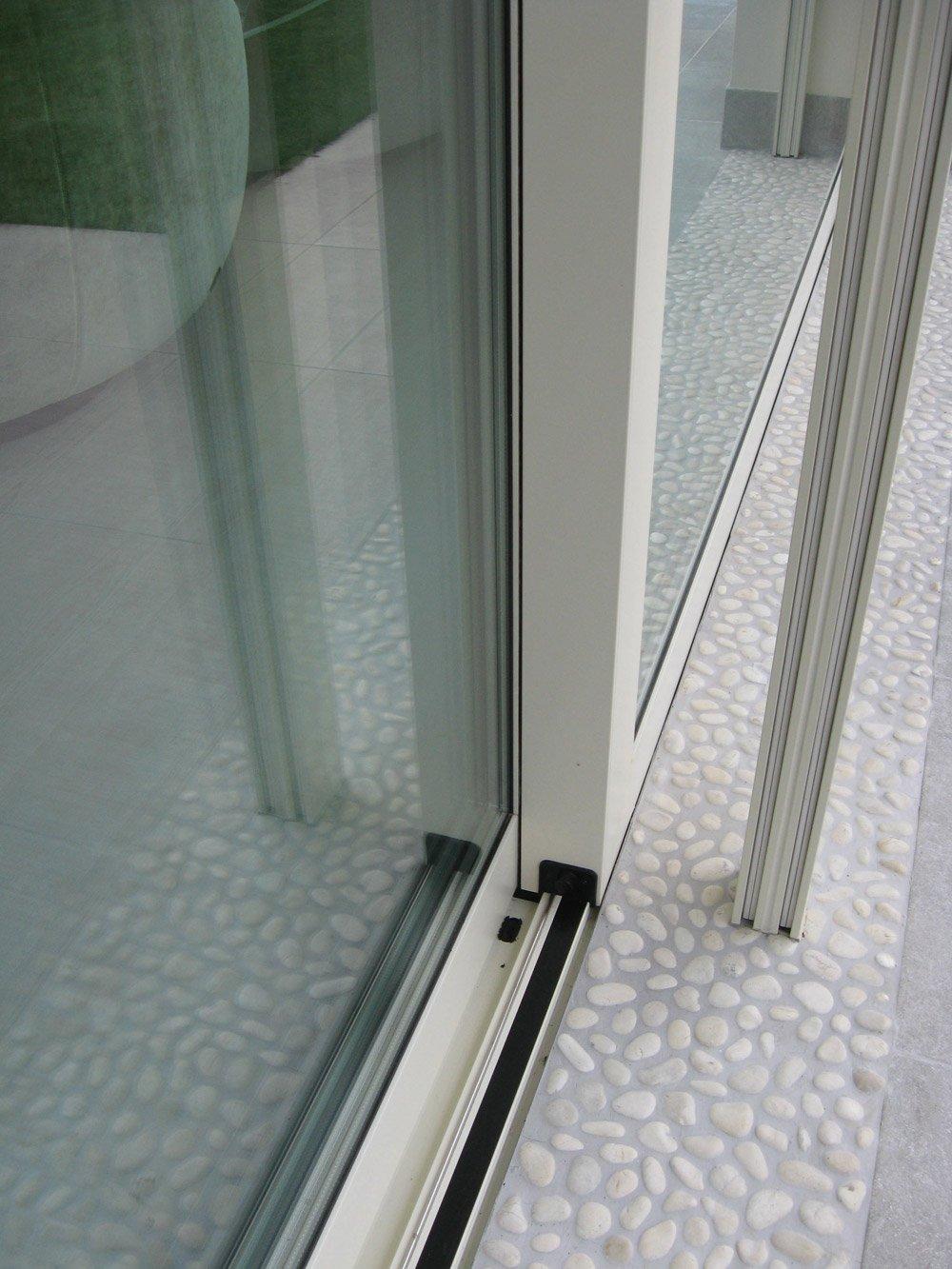 infisso scorrevole di una porta a finestra
