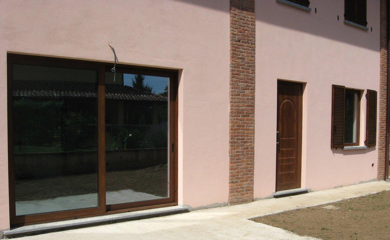 vista esterna di una finestra pvc