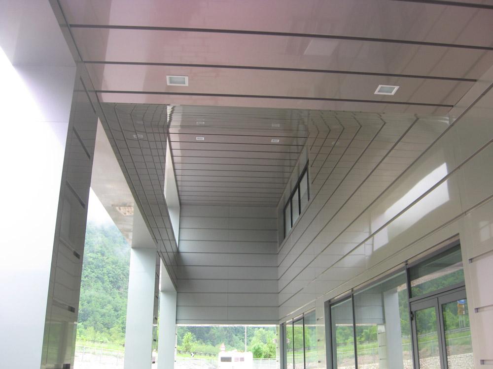 pannelli compositi al soffitto