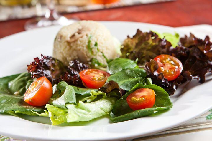 O Chez Maria possui opções variadas para atender todos os gostos. Experimente as saladas e pratos light!