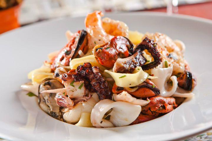 O Chez Maria, é um restaurante com cardápio internacional com enfoque francês, que possui diversas (e excelentes) opções de frutos do mar!