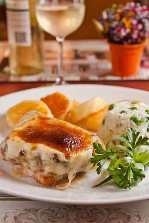 O Chez Maria oferece opções para todos os gostos. Por possuir um cardápio internacional com enfoque na culinária francesa, também possui excelentes opções de carnes.