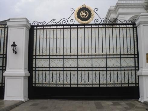 Cancello principale villa
