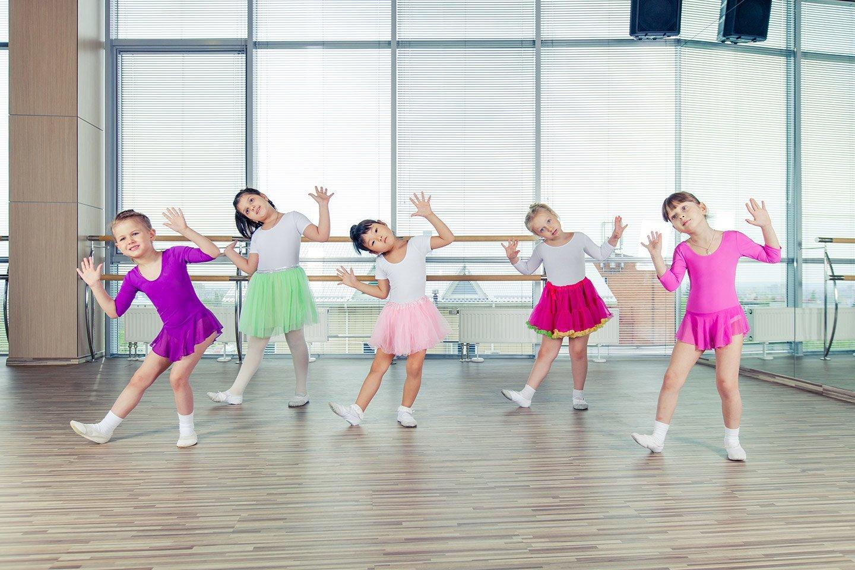 bambine durante corso di danza