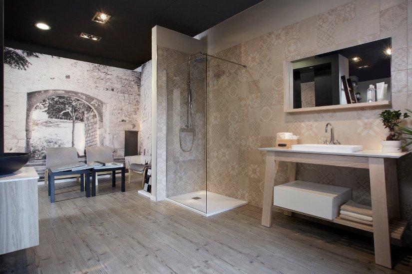 un box doccia e due lavabi