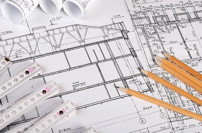 il disegno di un progetto,delle matite e dei metri