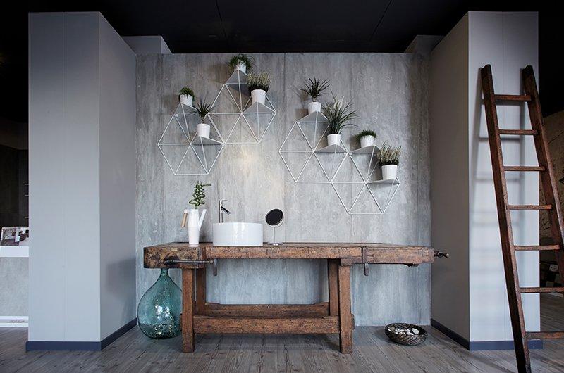 un lavabo di color bianco e un mobile sotto in legno