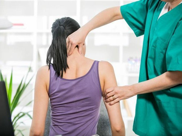 Osteopathic treatment on the neck in New Town