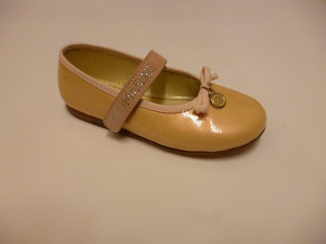 delle scarpe da bambina della marca Blumarine