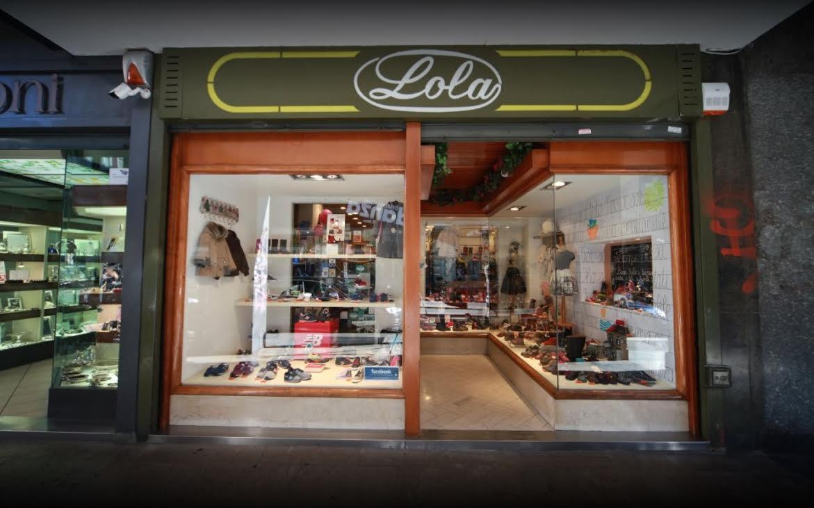vista dall'esterno del negozio Lola