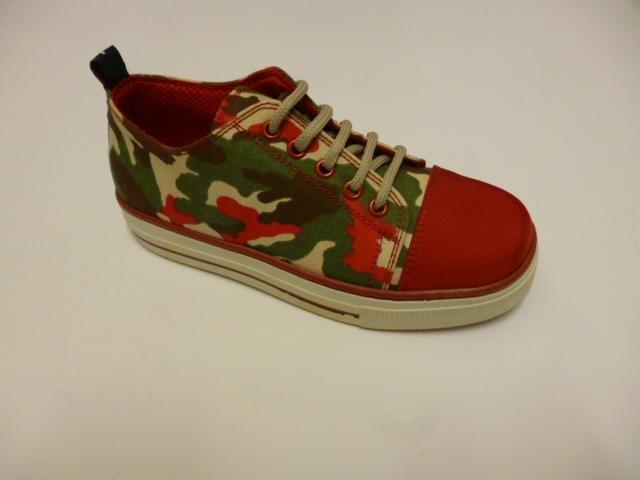 Scarpa da ginnastica con disegno militare rossa e verde