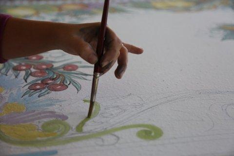 tavoli in pietra lavica dipinti a mano