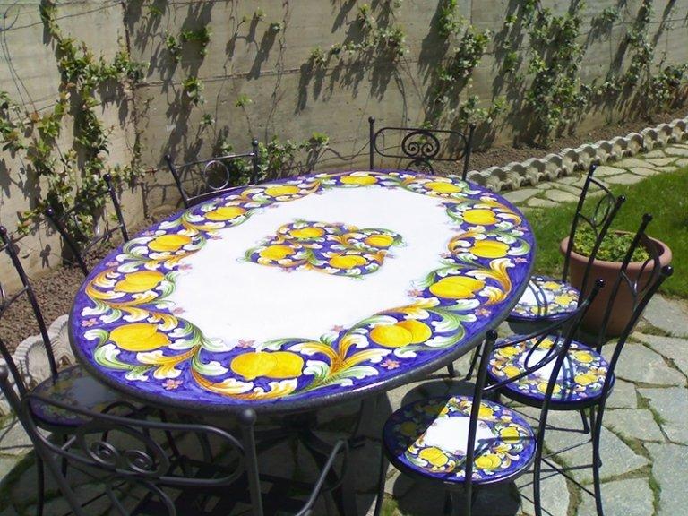 tavoli ovali in pietra