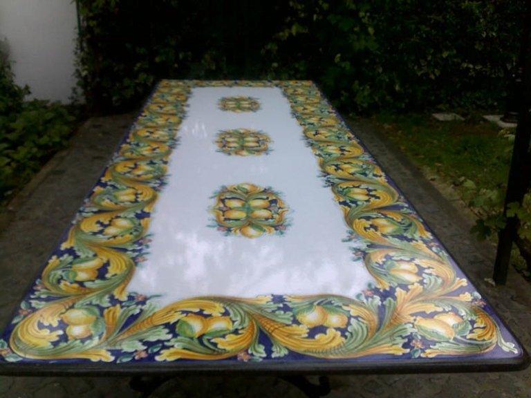 grandi tavoli in pietra lavica