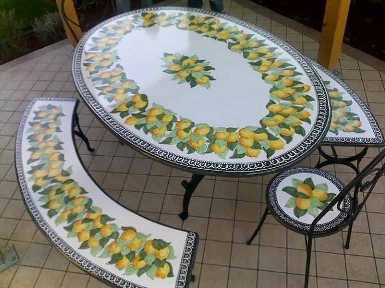 tavolo in pietra con panca