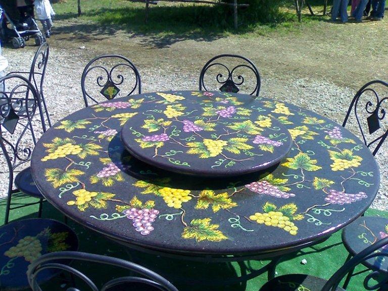 meravigliosi tavoli in pietra dell