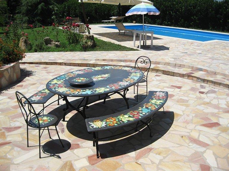 tavoli ovali in pietra lavica dell