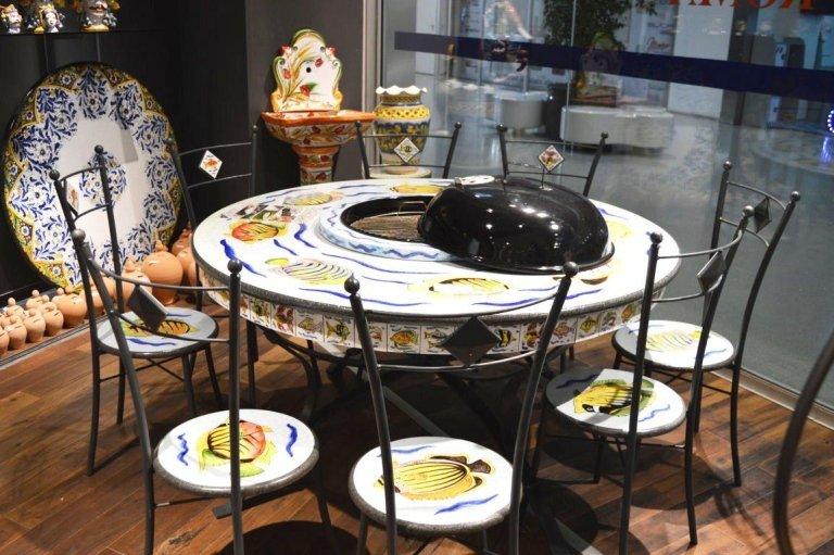 tavolo con barbecue