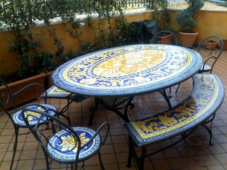 tavoli e sedie in pietra lavica