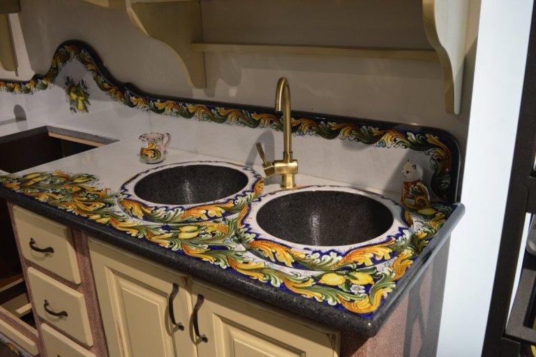 Cucine da interno catania euro lavic for Piastrelle cucina disegnate