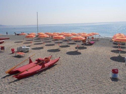 ombrelloni su spiaggia privata
