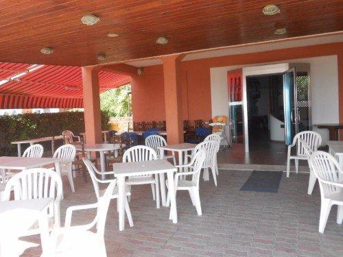 veranda con tavolini del ristorante