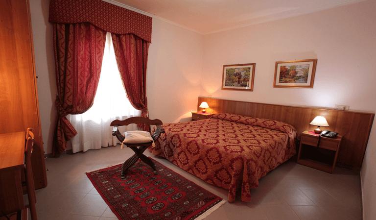hotel pomezia centro camera matrimoniale