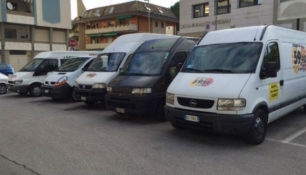 furgoni in parcheggio