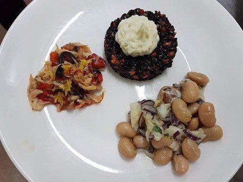 piatti con tre antipasti misti