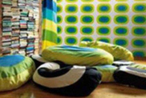 Cuscini di vario colore e forma