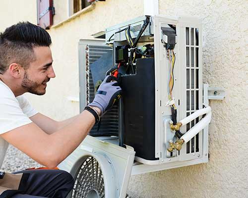manutenzione degli apparecchi, dalla sanificazione (pulizia macchine) alle ricariche gas.