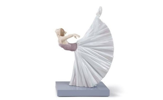 statua raffigurante ballerina