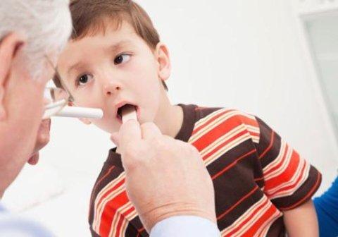 controllo orecchio, naso e gola