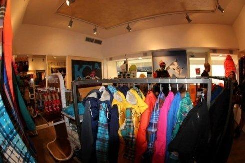 vendita capi di abbigliamento, vendita vestiti, abbigliamento per la montagna