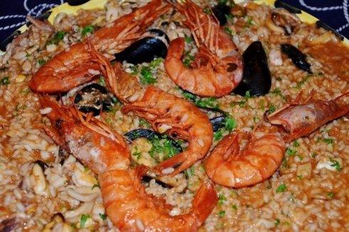 un risotto di mare con cozze e gamberoni