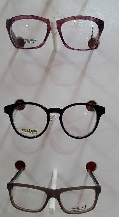 tre diversi modelli di occhiali da vista