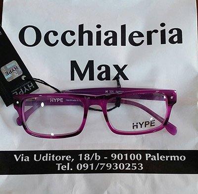 occhiali da vista con montatura rosa